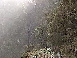 Zum Risco-Wasserfall